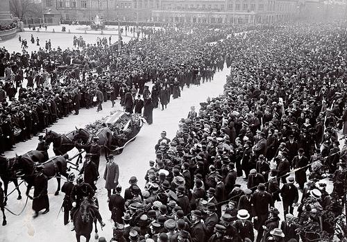 Bjørnsons båre, 1910